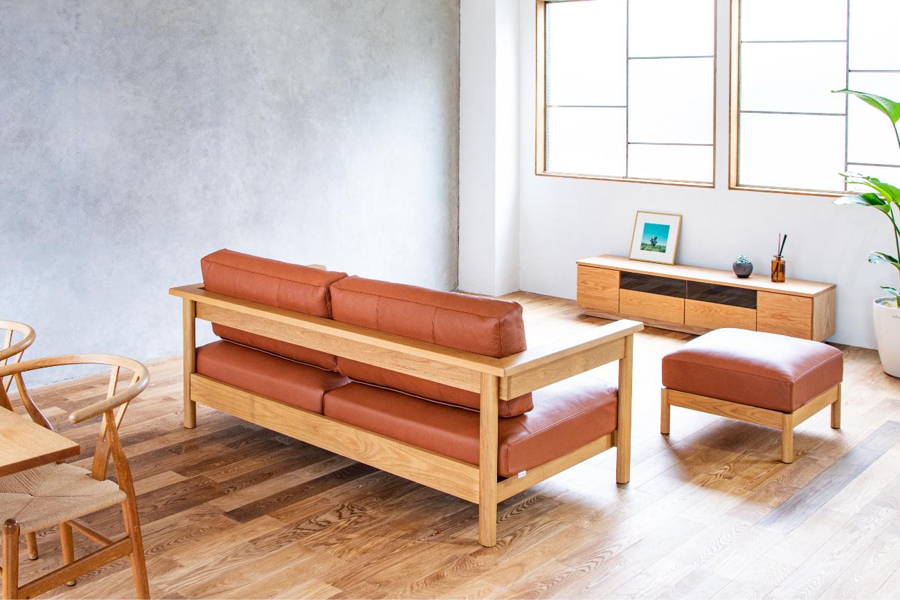ソファRECTAレクタの木フレームがシンプルなため圧迫感を感じにくくお部屋を開放的に魅せている